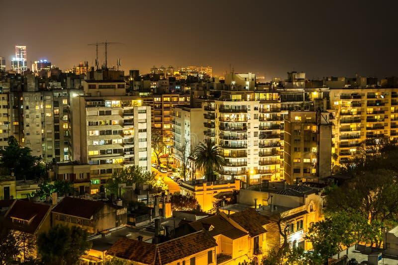 Panoramautsikt över Montevideo i Uruguay på natten royaltyfria foton