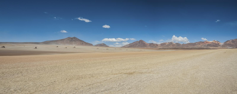 Panoramautsikt över Salvador Dali Desert i den Eduardo Avaroa Andean Fauna National reserven, Bolivia arkivbild