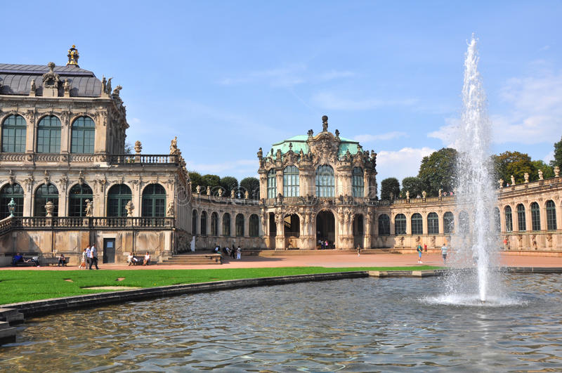 Panoramautsikt över Zwingeren av Dresden, Tyskland arkivfoton