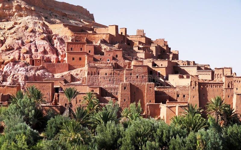 Panoramautsikt av Ait Benhaddou, en UNESCOvärldsarv i Marocko Kasbah som är ksar royaltyfri fotografi