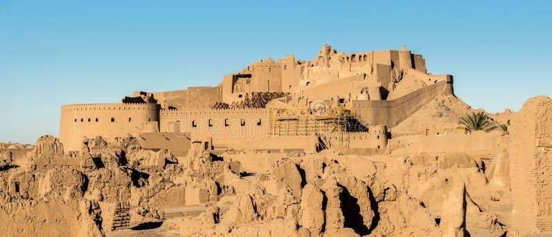 Panoramautsikt av Arg-e Bam - Bam Citadel som byggs om efter jordskalv, Iran arkivfoto