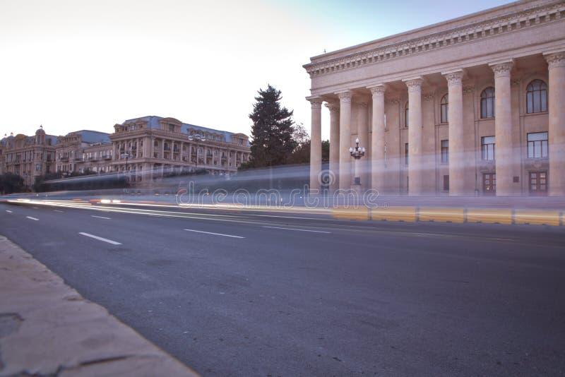 Panoramautsikt av Baku r Flerniv?-v?gf?reningspunkt med tung biltrafik r arkivfoto