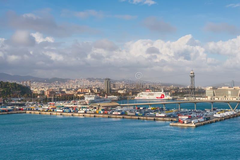 Panoramautsikt av Barcelona och port i Spanien arkivbild