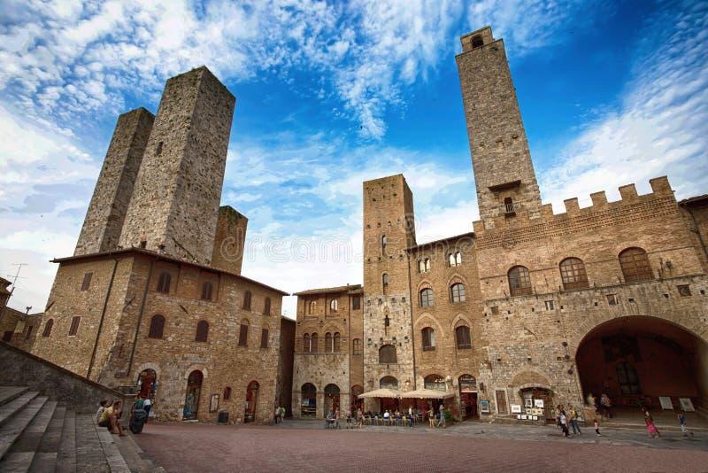 Panoramautsikt av berömda Piazza del Duomo i San Gimignano, Siena landskap, Tuscany, Italien arkivfoto