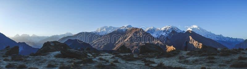 Panoramautsikt av berg i Karakoram område pakistan royaltyfri foto
