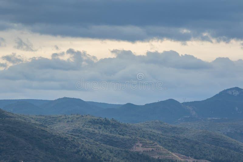 Panoramautsikt av berg i Spanien molnig dag arkivfoton