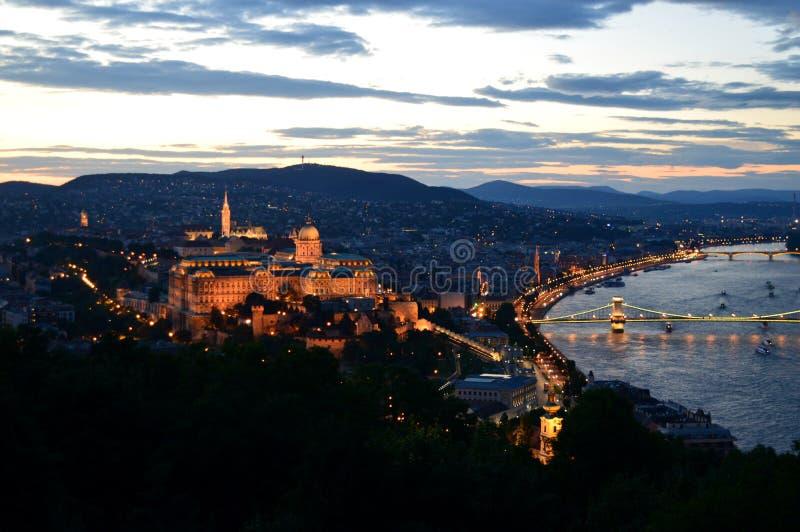 Panoramautsikt av Budapest, Ungern på solnedgången royaltyfria foton