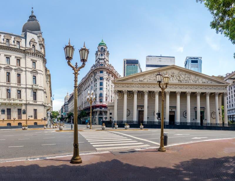 Panoramautsikt av Buenos Aires den storstads- domkyrkan och byggnader runt om Plaza de Mayo - Buenos Aires, Argentina arkivfoto