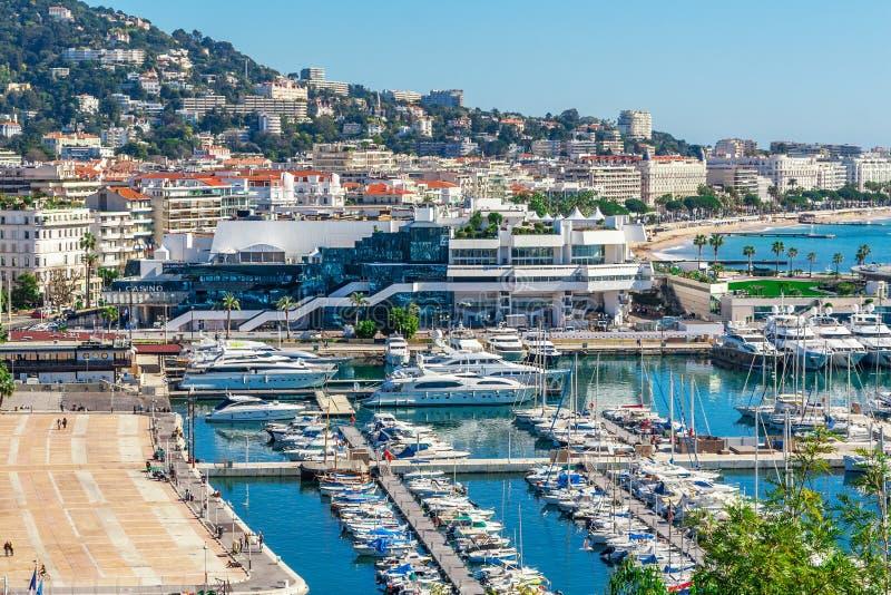 Panoramautsikt av Cannes, Frankrike fotografering för bildbyråer