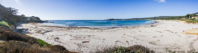 Panoramautsikt av Carmel State Beach, Carmel-vid--hav, Monterey halvö, Kalifornien royaltyfri foto