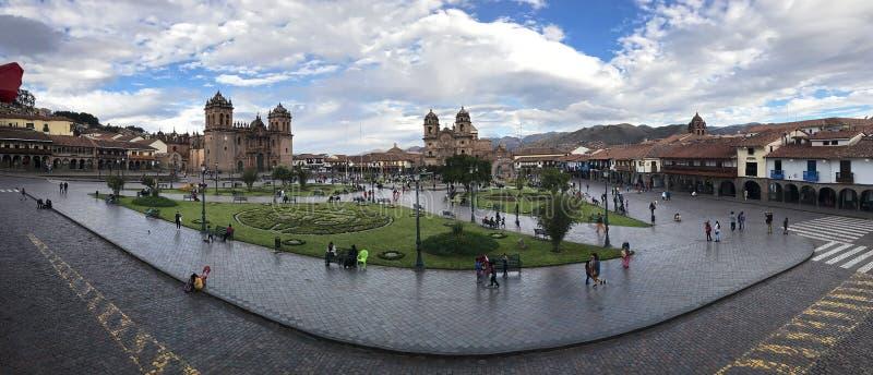 Panoramautsikt av Cuzco huvudsakliga plaza arkivbilder
