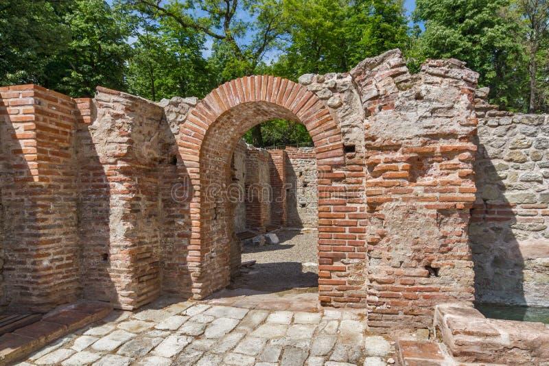 Panoramautsikt av de forntida termiska baden av Diocletianopolis, stad av Hisarya, Bulgarien arkivbild