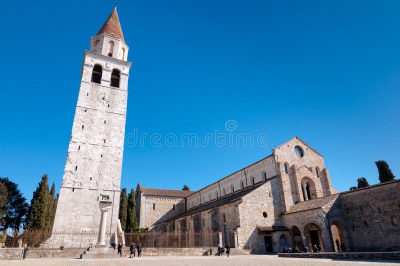 Panoramautsikt av den Aquileia basilikan och klockstapeln royaltyfria foton