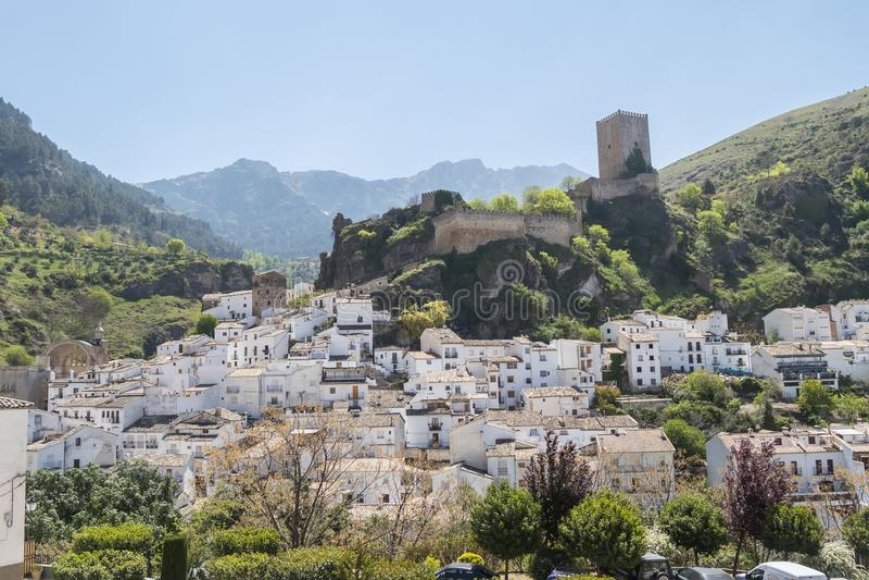 Panoramautsikt av den Cazorla byn, i toppiga bergskedjan de Cazorla, Jae royaltyfri foto