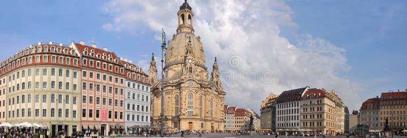 Panoramautsikt av den Dresden staden med Frauenkirche arkivfoto