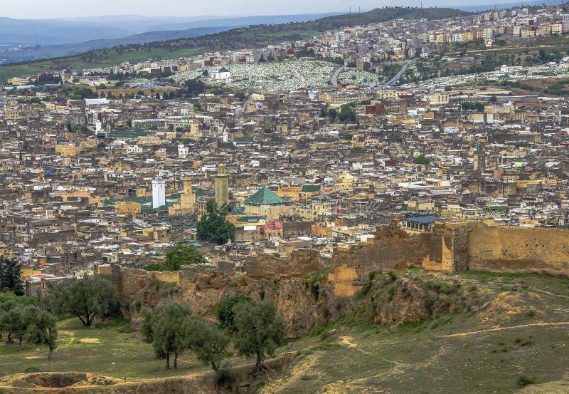 Panoramautsikt av den Fez Fes mitten, Marocko arkivfoton