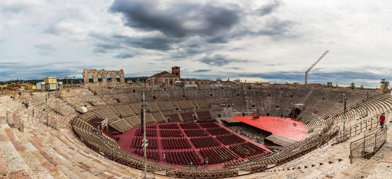 Panoramautsikt av den forntida amfiteatern Verona Arena, Italien fotografering för bildbyråer