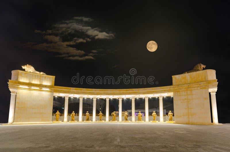 Panoramautsikt av den fyrkantiga modern Theresa i Skopje royaltyfri fotografi