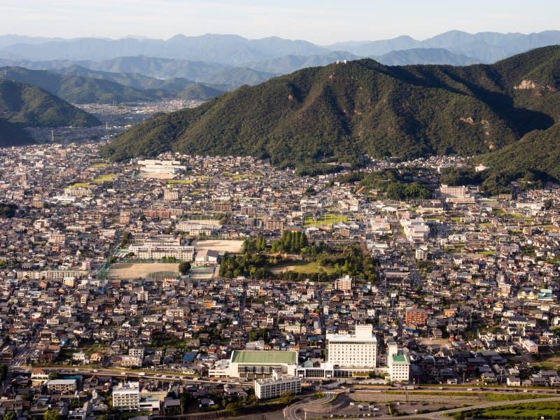 Panoramautsikt av den Gifu staden uppifrån av den Gifu slotten på monteringen Kinka royaltyfri foto