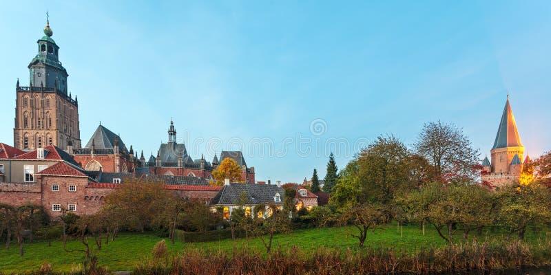 Panoramautsikt av den holländska medeltida staden av Zutphen arkivfoton