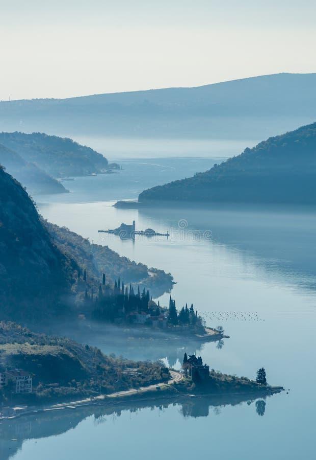 Panoramautsikt av den Kotor fjärden, Montenegro royaltyfri fotografi