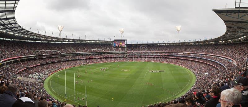 Panoramautsikt av den Melbourne syrsan som malas på ANZAC Day 2015 royaltyfri fotografi