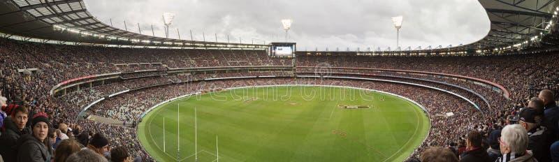 Panoramautsikt av den Melbourne syrsan som malas på ANZAC Day 2015 arkivfoto