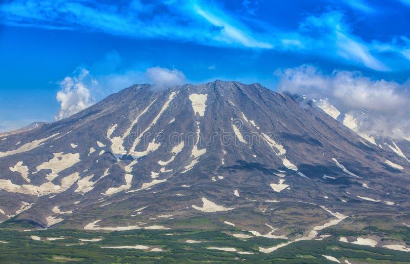 Panoramautsikt av den Mutnovsky vulkan - Kamchatka, Ryssland fotografering för bildbyråer
