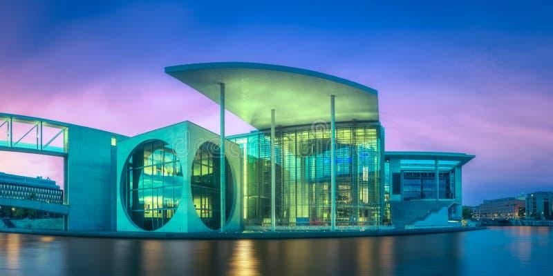 Panoramautsikt av den nya regerings- fjärdedelen av Berlin, Tyskland royaltyfria foton