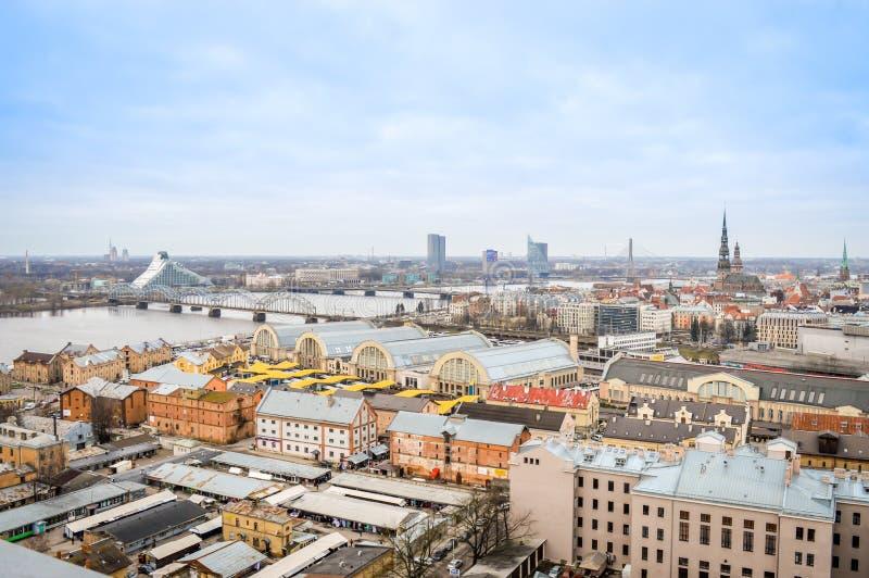 Panoramautsikt av den Riga staden, Lettland arkivfoto