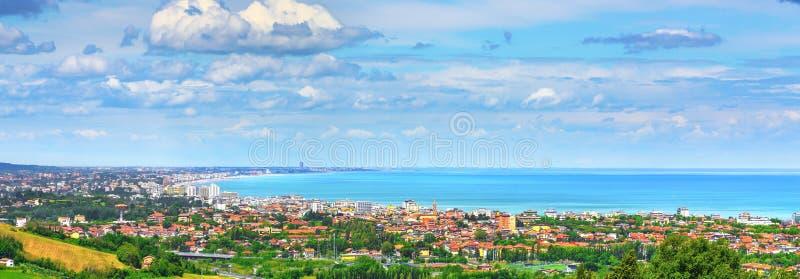 Panoramautsikt av den Romagna kusten eller Riviera Romagnola, Cattolica Riccione Italien royaltyfri bild