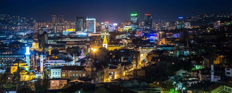 Panoramautsikt av den Sarajevo staden royaltyfri bild