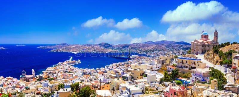 Panoramautsikt av den Syros ön, Grekland royaltyfri fotografi