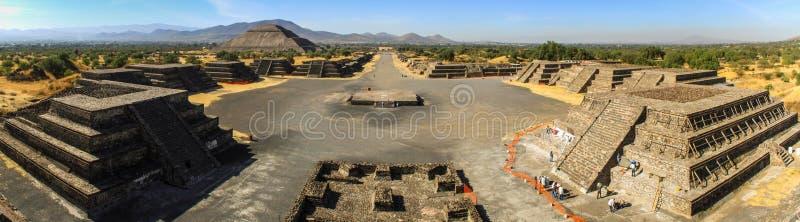Panoramautsikt av den Teotihuacan platsen från månepyramiden, Teotihuacan, Mexico fotografering för bildbyråer