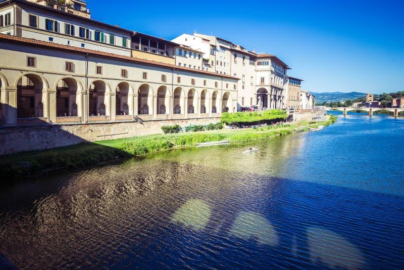 Panoramautsikt av den Vasari korridoren, Florence, Tuscany, Italien arkivfoton
