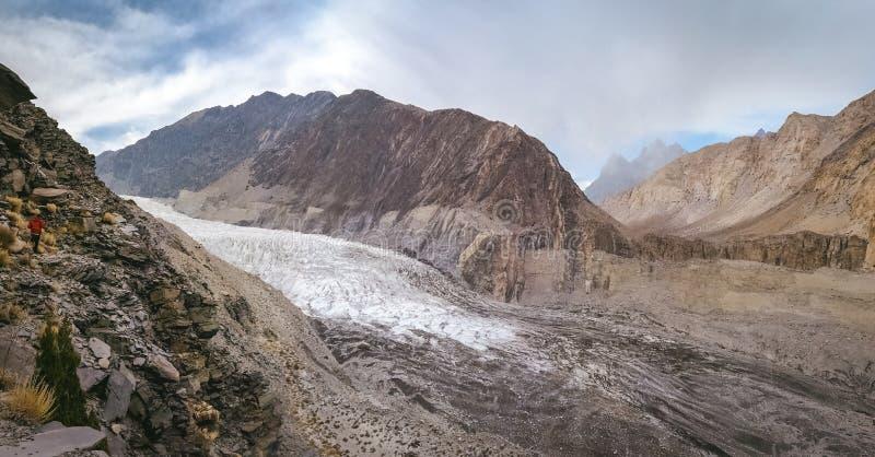 Panoramautsikt av den vita Passu glaciären Gojal Hunza Baltistan Gilgit, Pakistan royaltyfria bilder