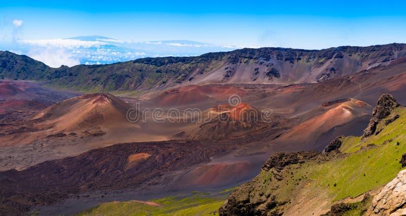 Panoramautsikt av det vulkaniska landskapet och krater på Haleakala, M arkivfoto