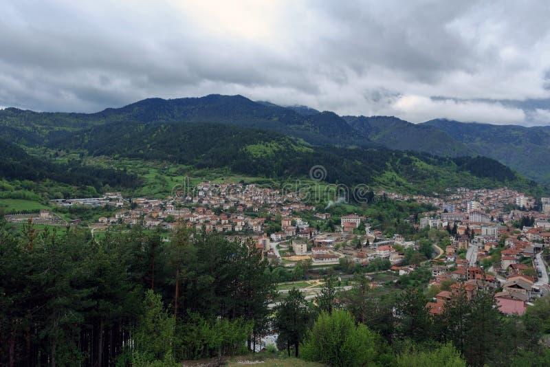 Panoramautsikt av Devin, Bulgarien arkivbild