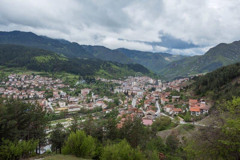 Panoramautsikt av Devin, Bulgarien arkivfoton