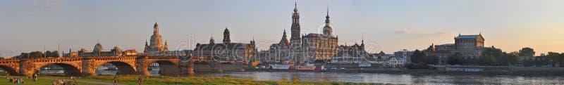 Panoramautsikt av Dresden, Tyskland - med floden Elbe arkivbild