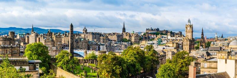 Panoramautsikt av edinburgh från caltonkullen royaltyfri fotografi