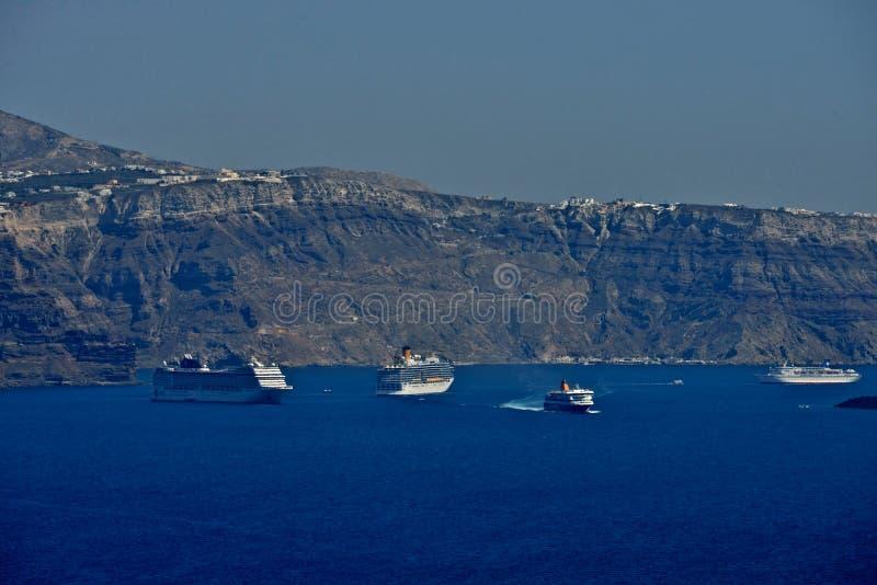 Panoramautsikt av förtöjde passagerareskepp royaltyfria foton