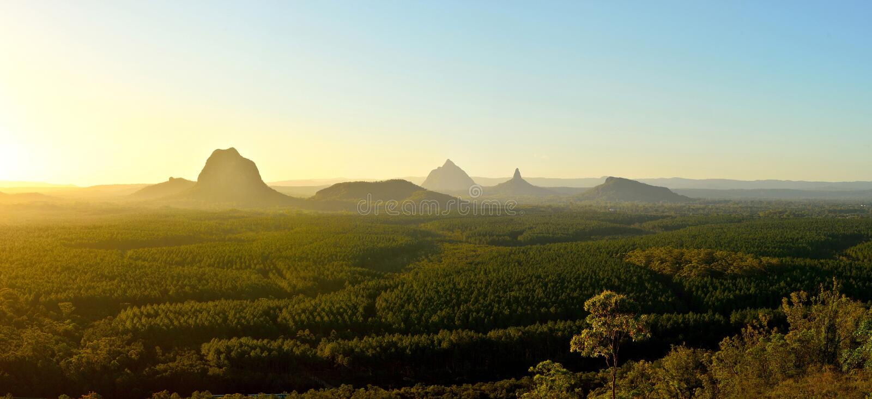 Panoramautsikt av glashusberg på solnedgången i Queensland, royaltyfri foto