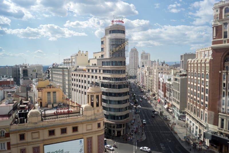 Panoramautsikt av Gran Via i Madrid royaltyfri bild