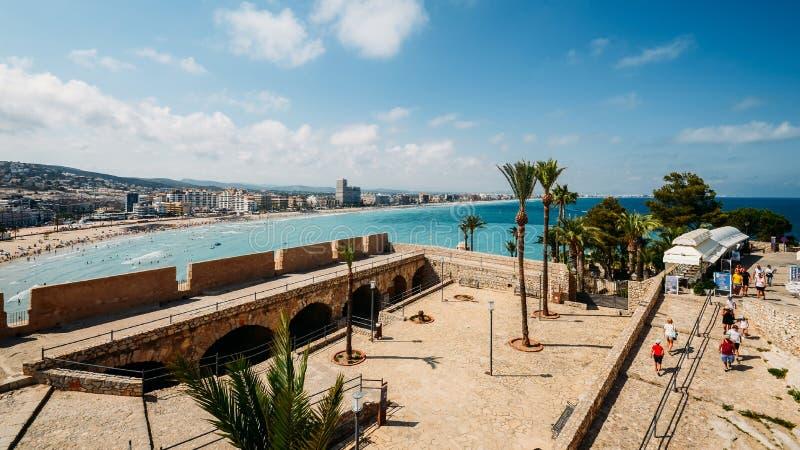 Panoramautsikt av havet som omger Peniscola, Castellon, Spanien royaltyfria foton