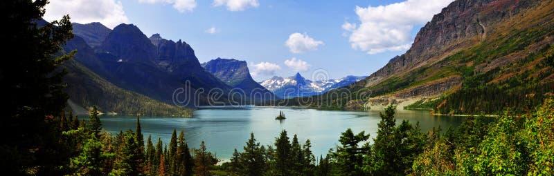 Panoramautsikt av helgonet Mary Lake, västra glaciär` som går till solväg`, Montana, USA royaltyfria bilder