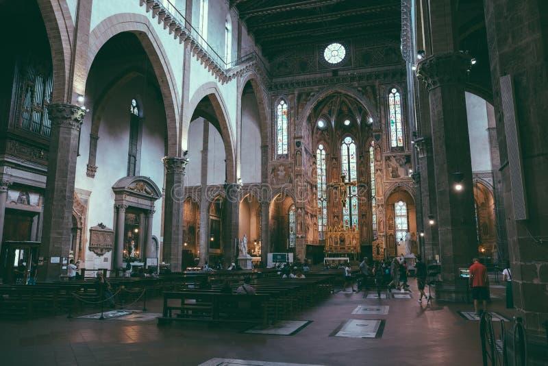 Panoramautsikt av inre av basilikadi Santa Croce royaltyfri foto
