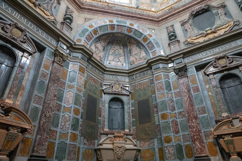 Panoramautsikt av inre av de Medici kapellen (Cappelle Medicee) arkivbilder