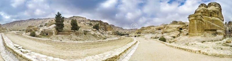 Panoramautsikt av kanjonen i Petra royaltyfri foto