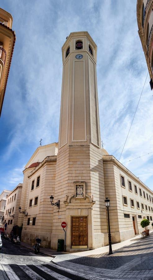 Panoramautsikt av kapellkyrkan Parroquia Nuestra Senora de Gracia i Alicante, Spanien royaltyfria bilder